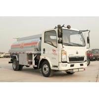 Howo 4×2 Oil Tanker Lorry / High Safety Light Duty Fuel Transport Trucks 8280 KGS for sale
